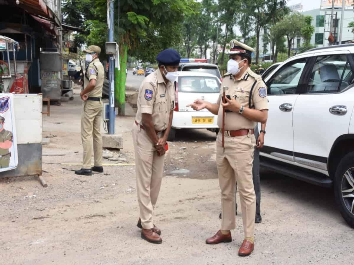 Cops in Hyderabad inspect lockdown arrangements
