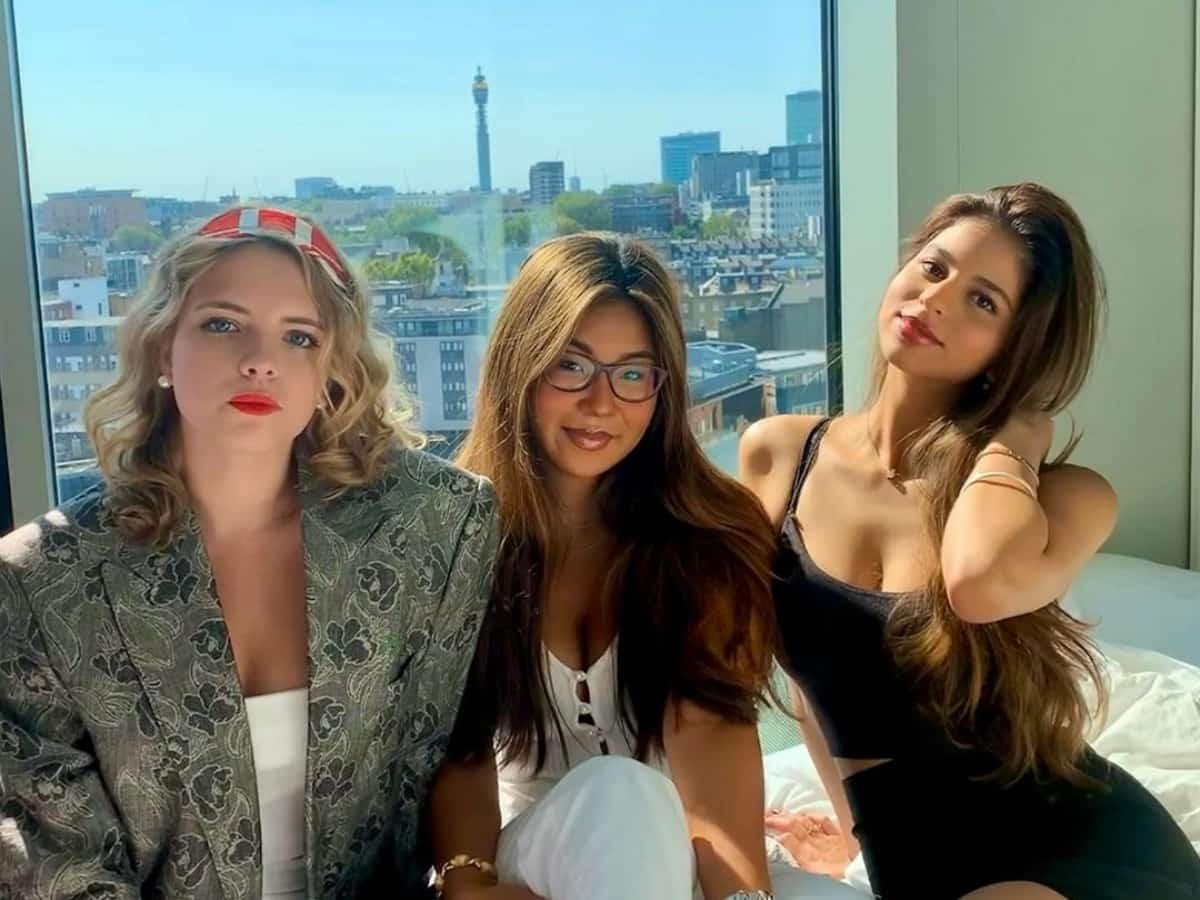 Viral video: Suhana Khan's glamorous night out with girl gang