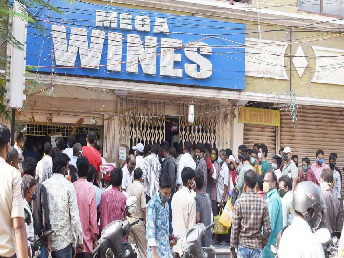 COVID-19 lockdown; Serpentine ques at wine shops across city