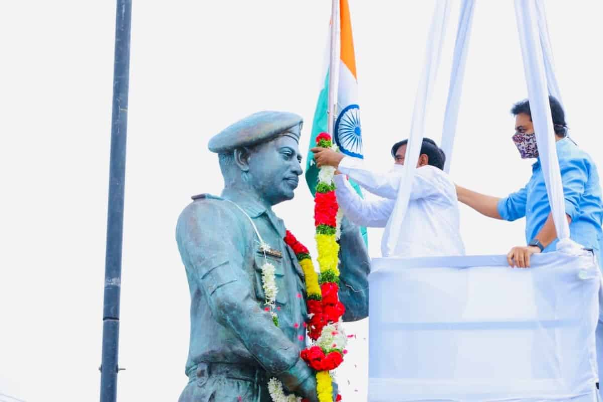 Statue of Colonel martyred in Galwan clash unveiled in Telangana