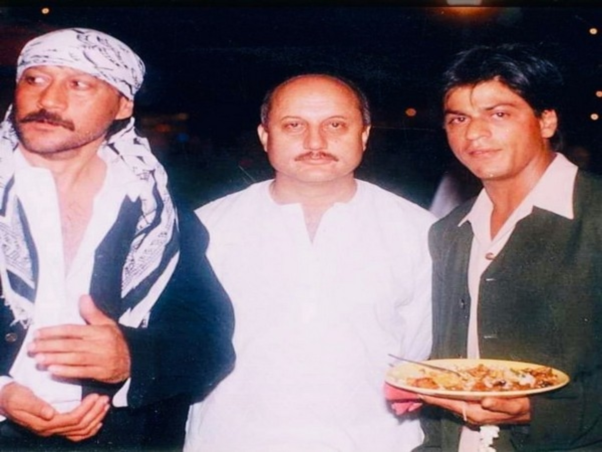 This throwback pic of SRK, Jackie Shroff, Anupam Kher is unmissable
