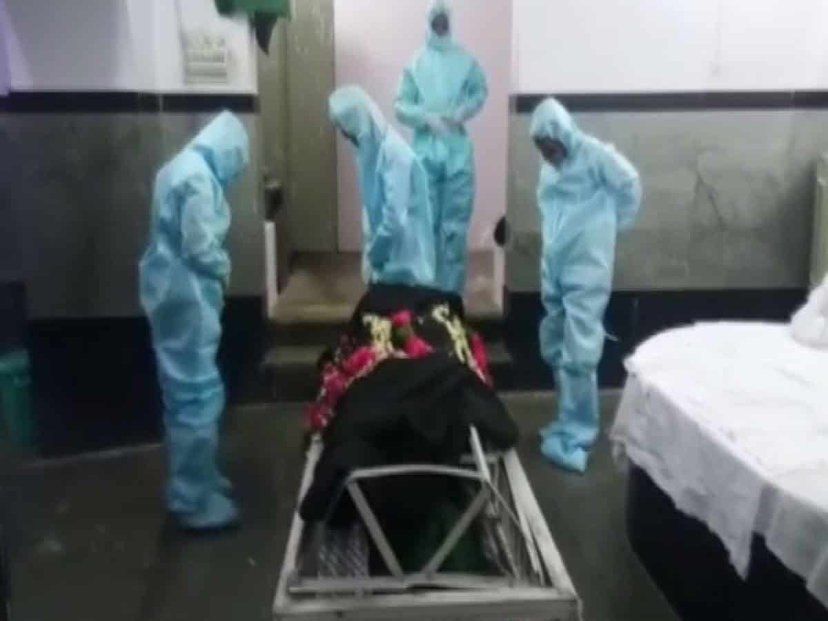 Hyderabad: Group of volunteers ensure dignified last rites to COVID-19 victims