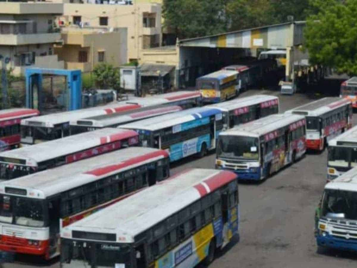 TSRTC not paying salaries on time; over 150 buses are not road worthy