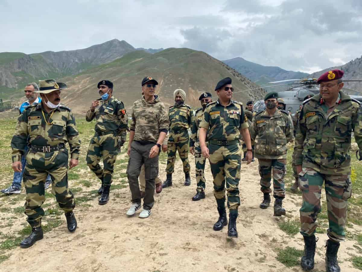 Akshay Kumar spends a memorable day with BSF personnel