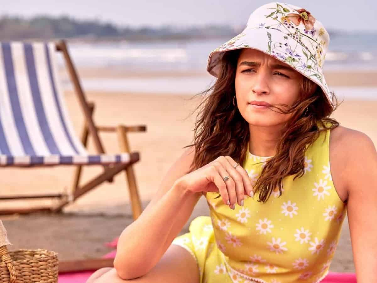 Alia Bhatt's then and now pictures from beach go viral