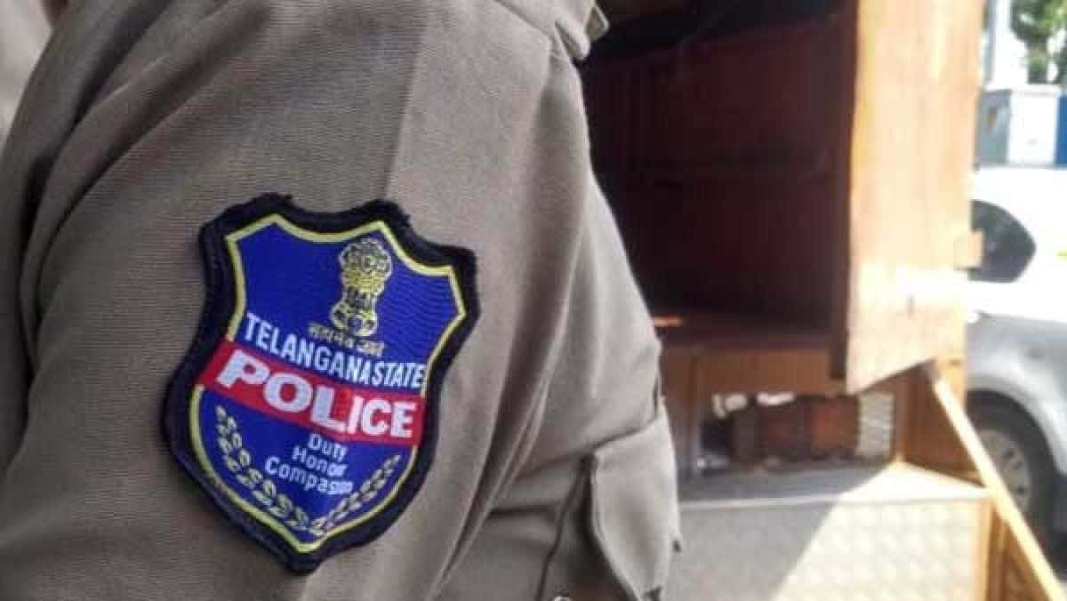 Police constable booked for assaulting a tailor