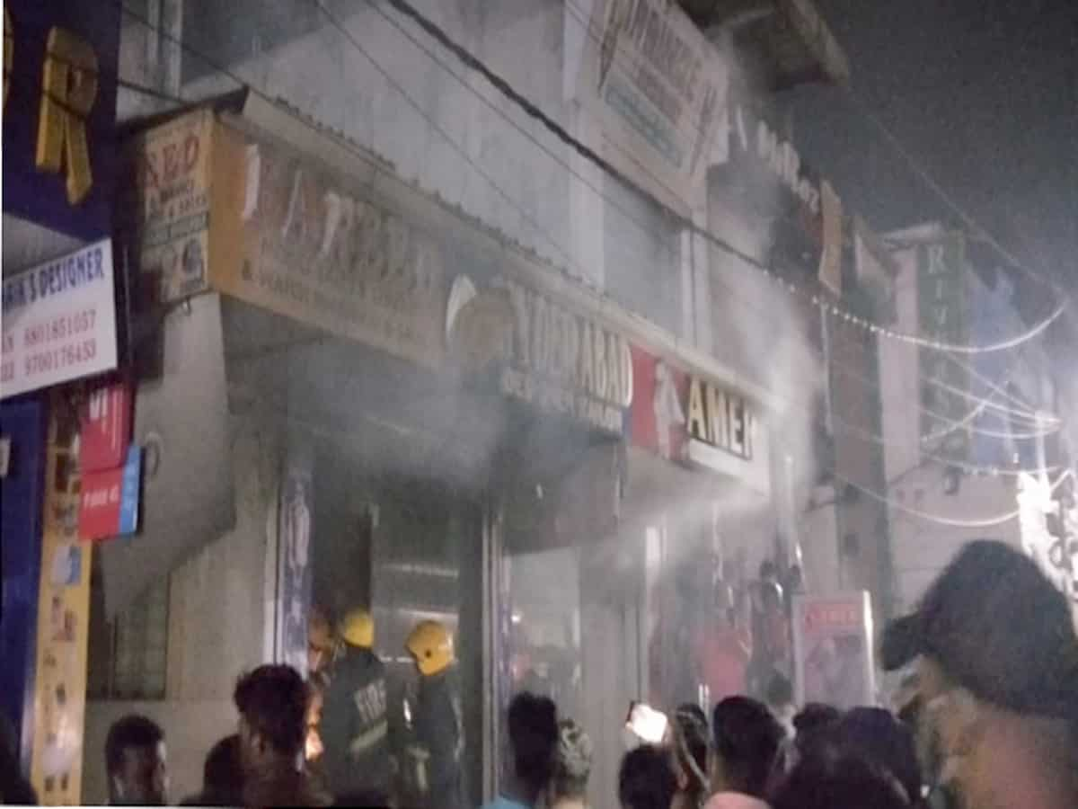 Hyderabad: Fire breaks out at a textile shop in old city