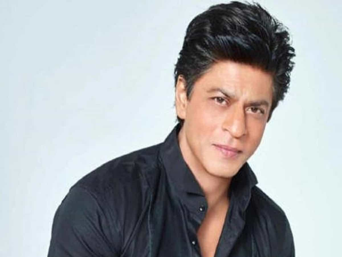 Shah Rukh Khan thanks fans on completing 3 decades in Bollywood
