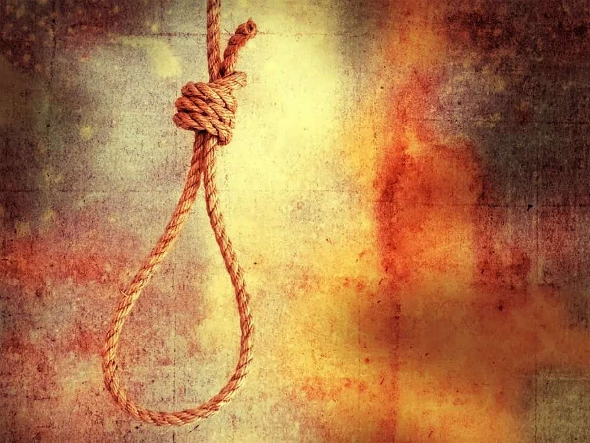 Hyderabad: Family of four found hanging