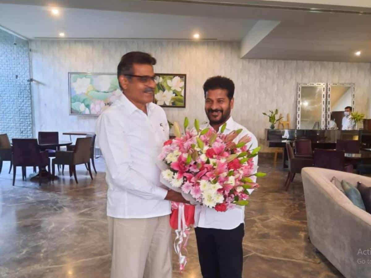 Former MP Konda Vishweshwar Reddy meets Revanth; likely to join Congress again