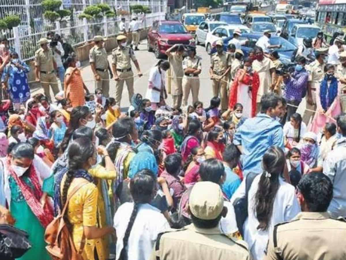 Hyderabad: 1640 terminated nurses stage one day hunger strike at Gandhi Bhavan