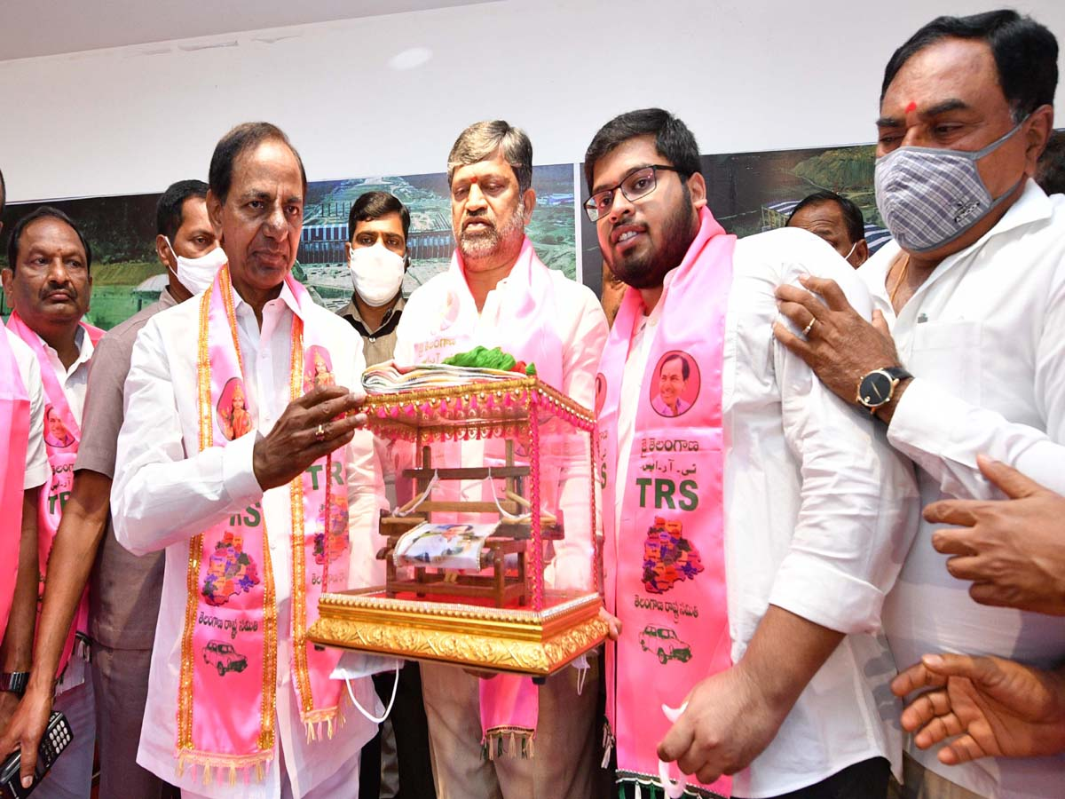 Former TDP leader L Ramana to get recognition in TRS party: KCR
