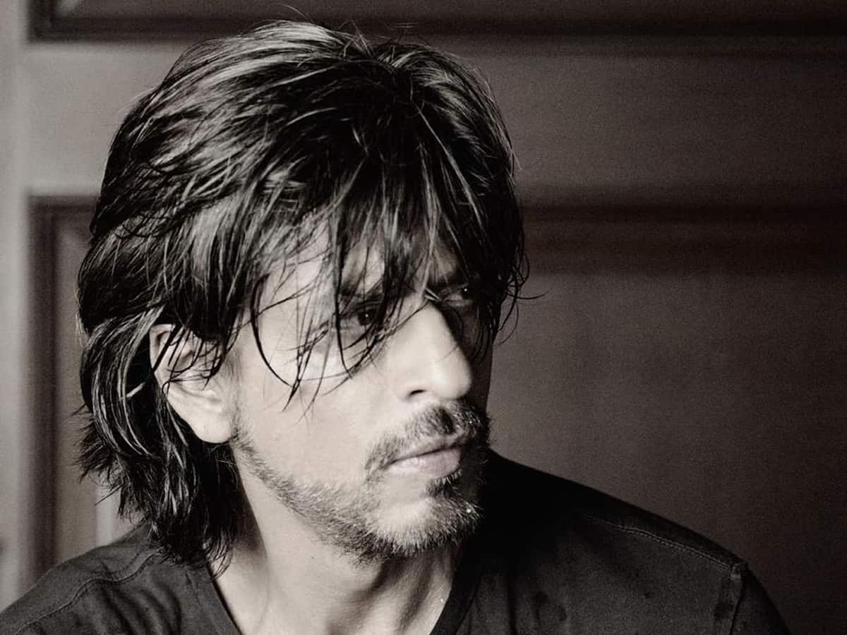 SRK sports uber-cool ponytail look for new commercial