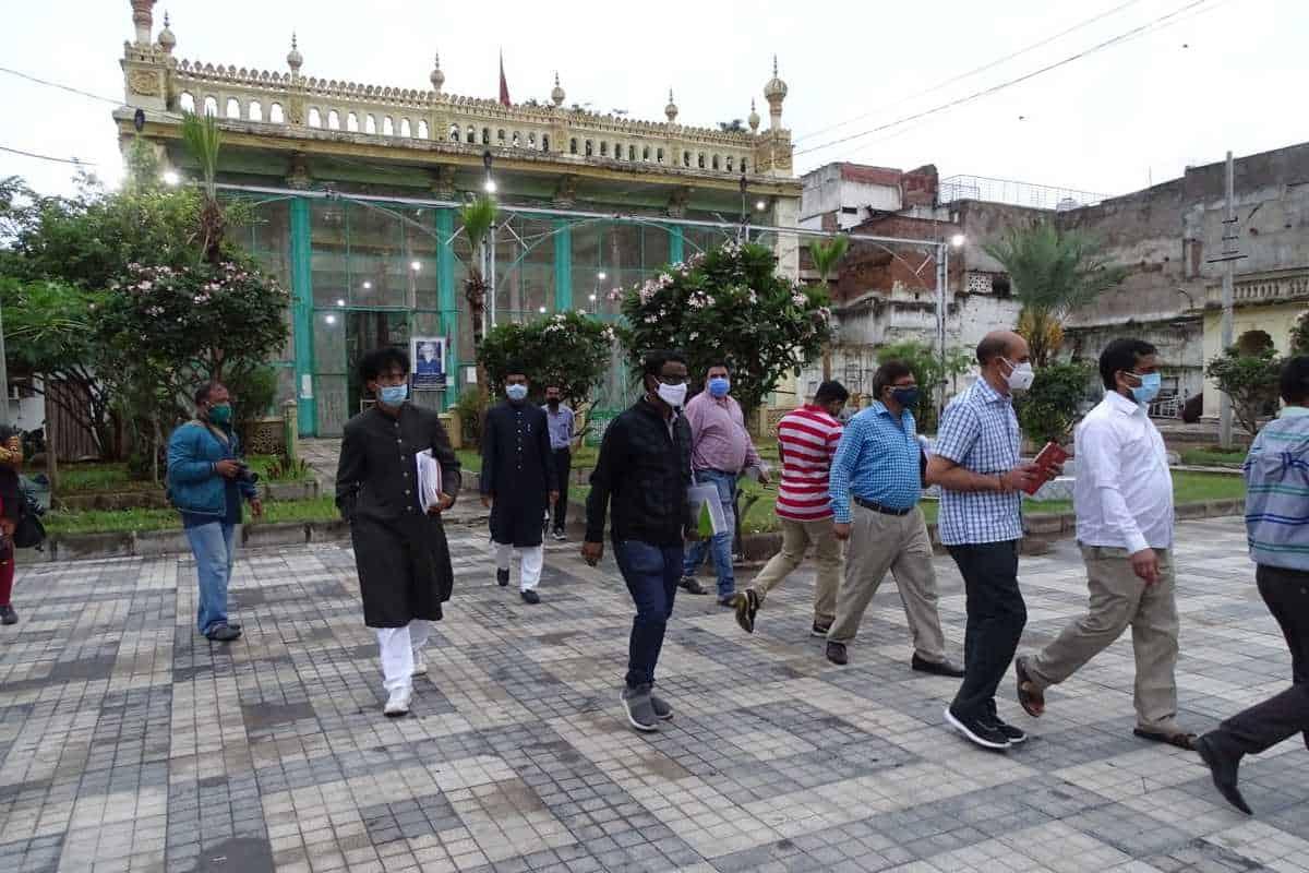 Badshahi Ashurkhana carekers ask govt officials to fence monument