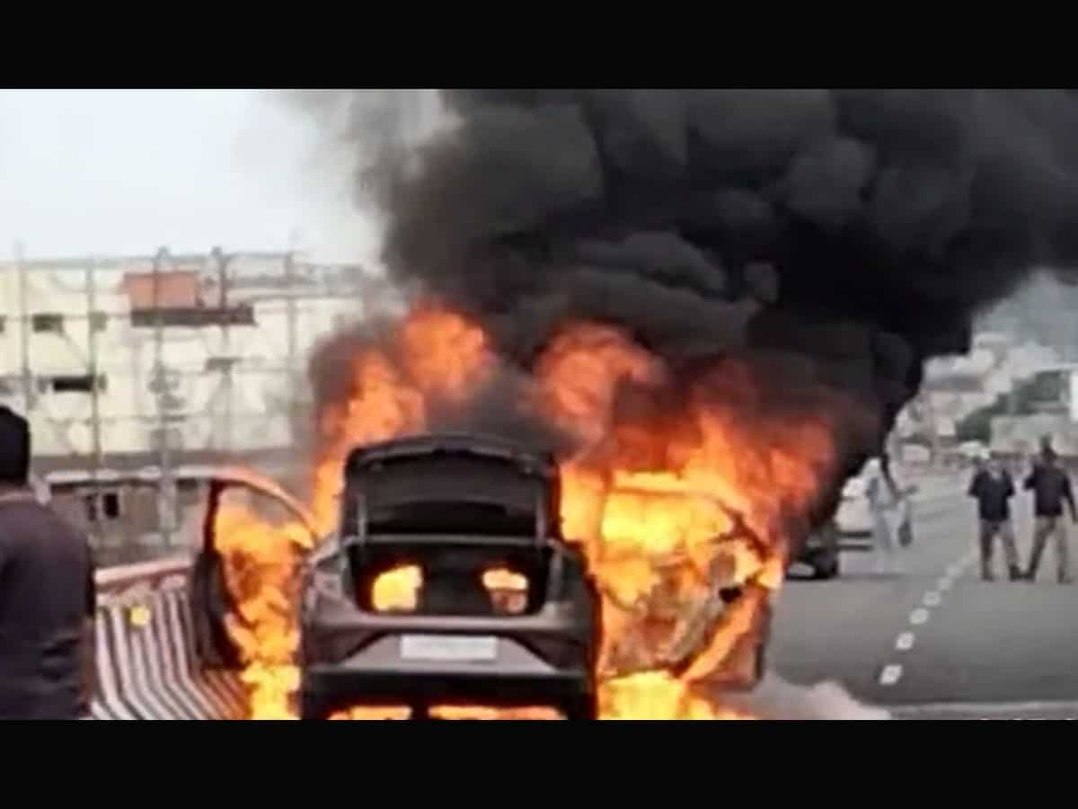 Hyderabad: Youth risks life to rescue woman, three children from burning car