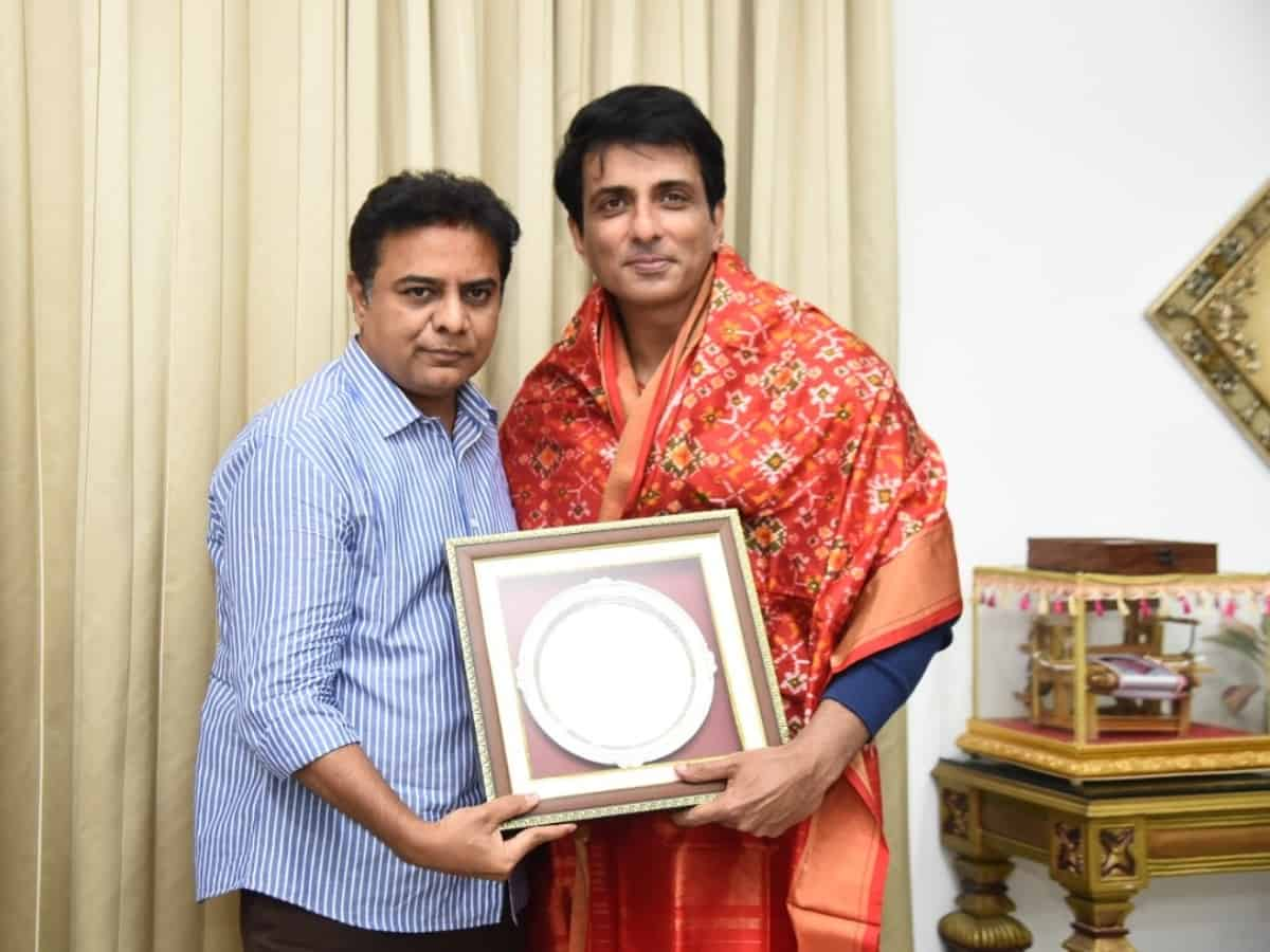 Sonu Sood calls on KTR in Hyderabad; talks about relief work