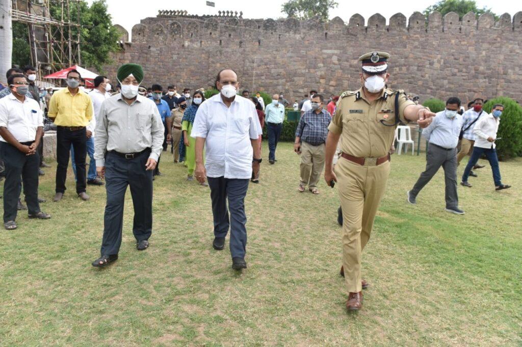 Telangana CS reviews arrangements for I-Day celebrations at Golconda Fort