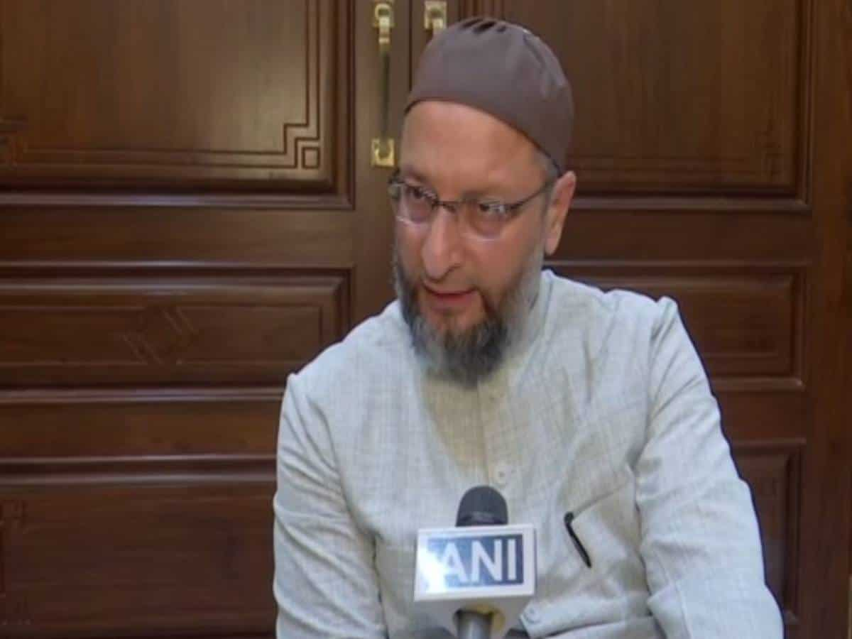 """Owaisi blames """"narrow-minded and inferior"""" thinking behind Indore incident"""