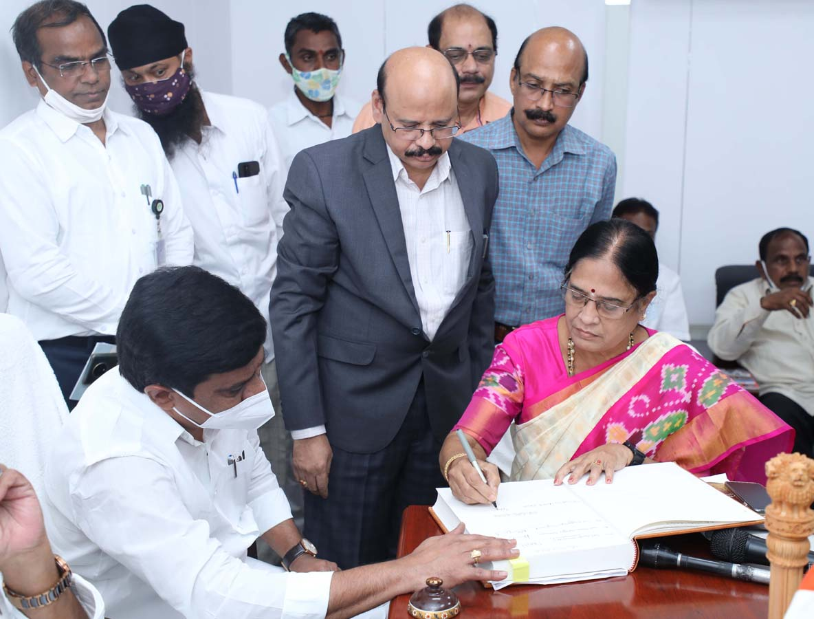 PV Narasimha Rao's daughter Vanidevi sworn-in as TRS MLC