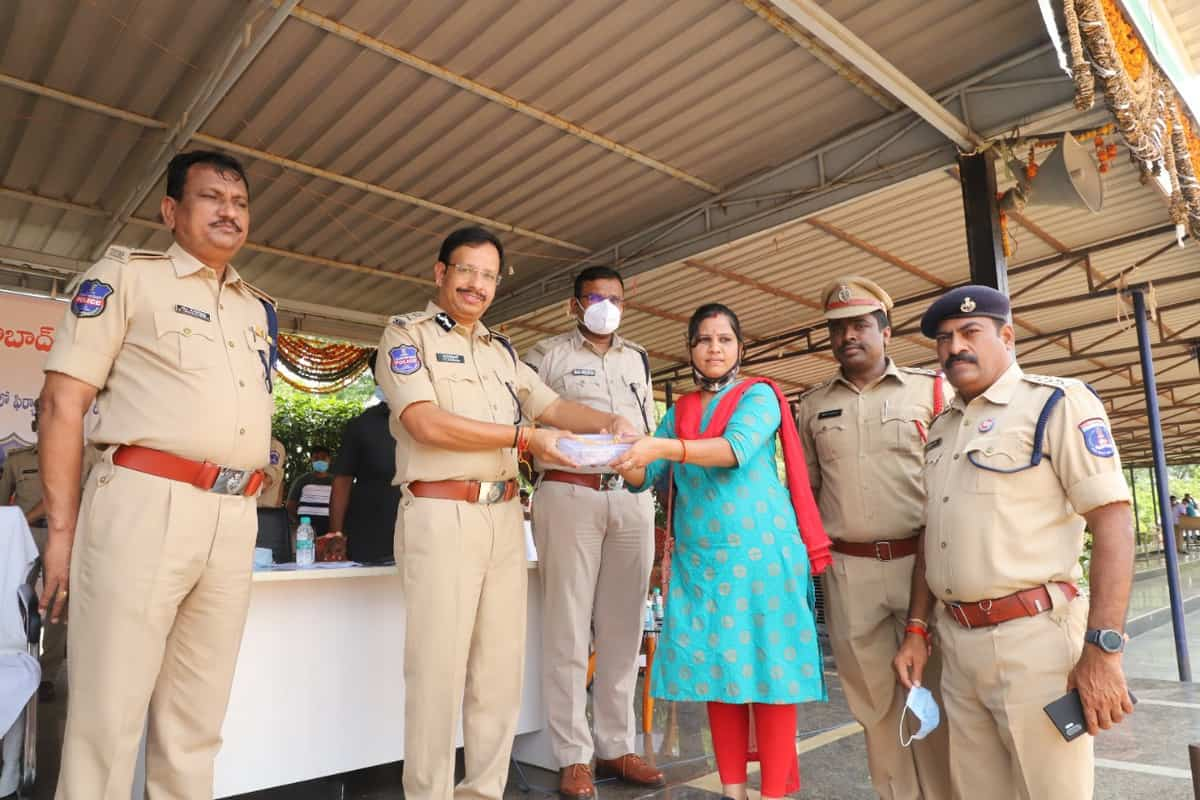 Cyberabad police return Rs 1.10 crore worth stolen property to people