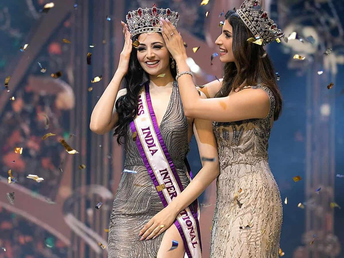 Zoya Afroz, from Mumbai crowned as the Miss India International 2021