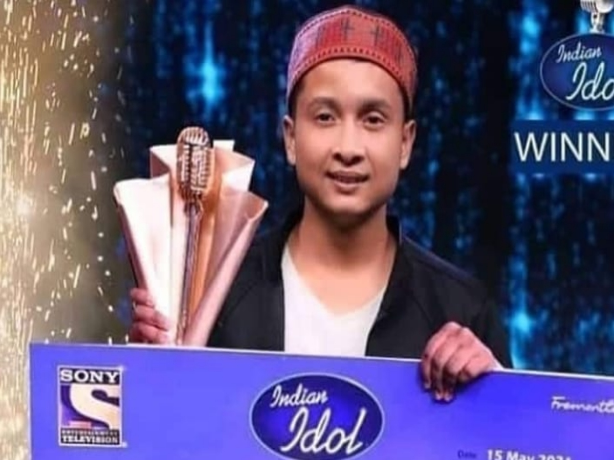 Indian Idol 12 winner: Pawandeep Rajan's pic holding trophy, 25 L cheque goes viral!