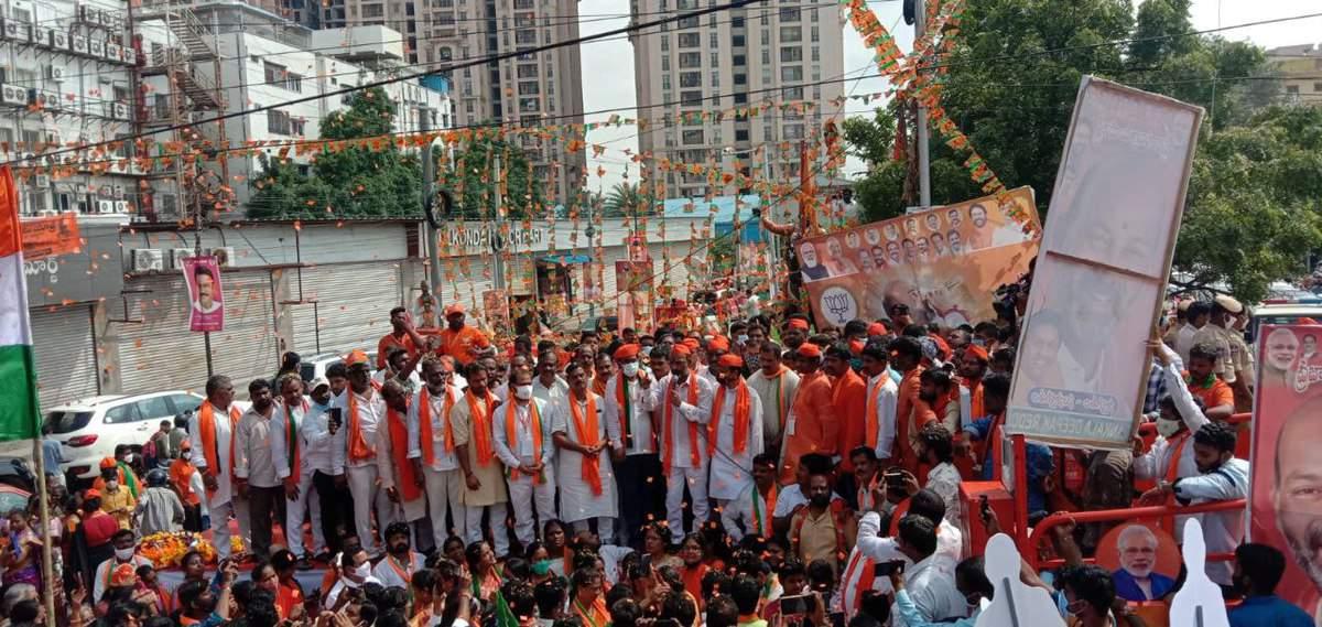 BJP state chief Bandi Sanjay speaks to fruit vendors during Padayatra