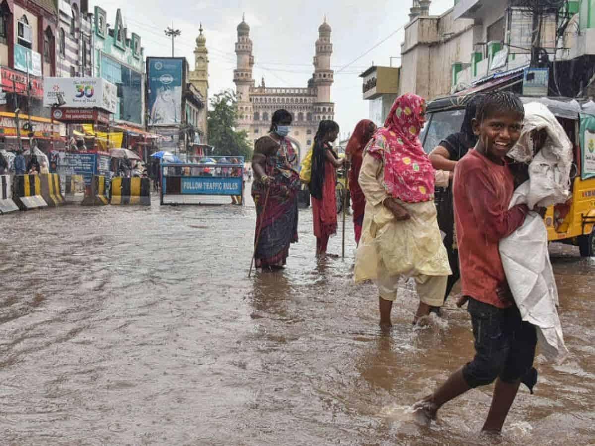 Heavy rain lashes Hyderabad, 5-day warning issued for Telangana