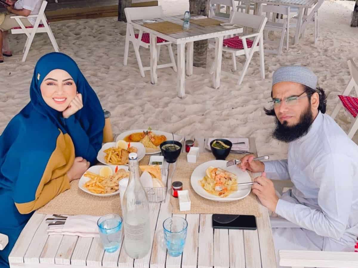 Sana Khan, Mufti Anas' pictures, videos from their exotic vacay