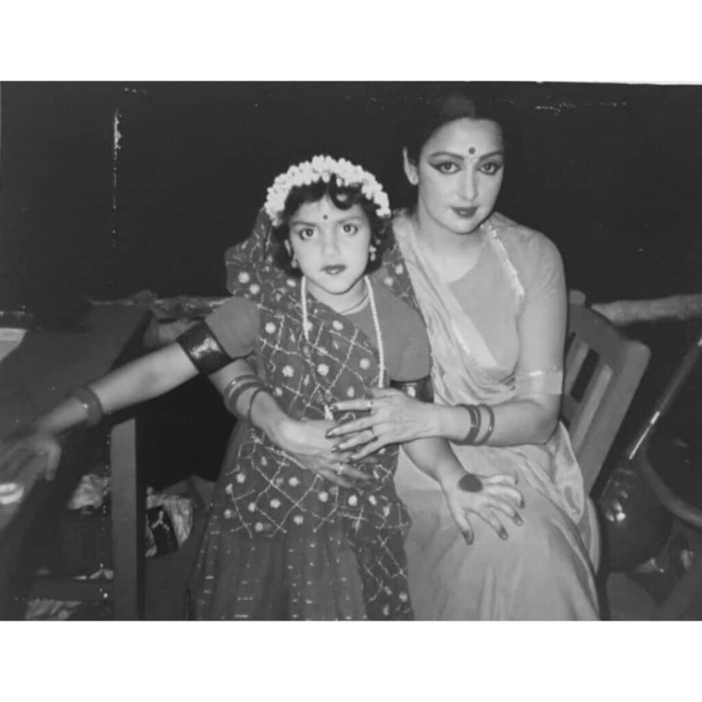 Esha Deol wishes mother Hema Malini on teachers' day
