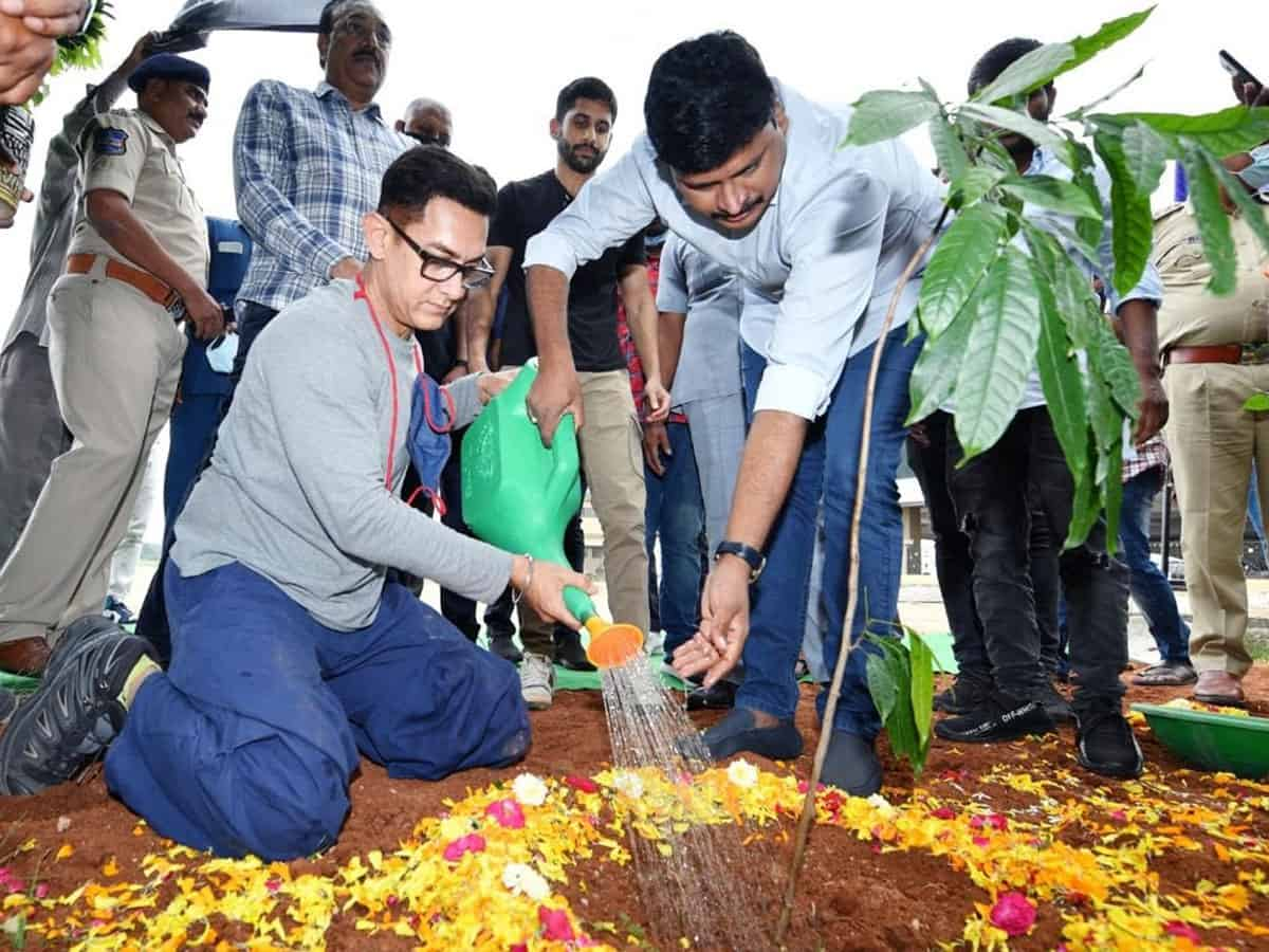 Aamir Khan takes part in 'Green India Challenge'