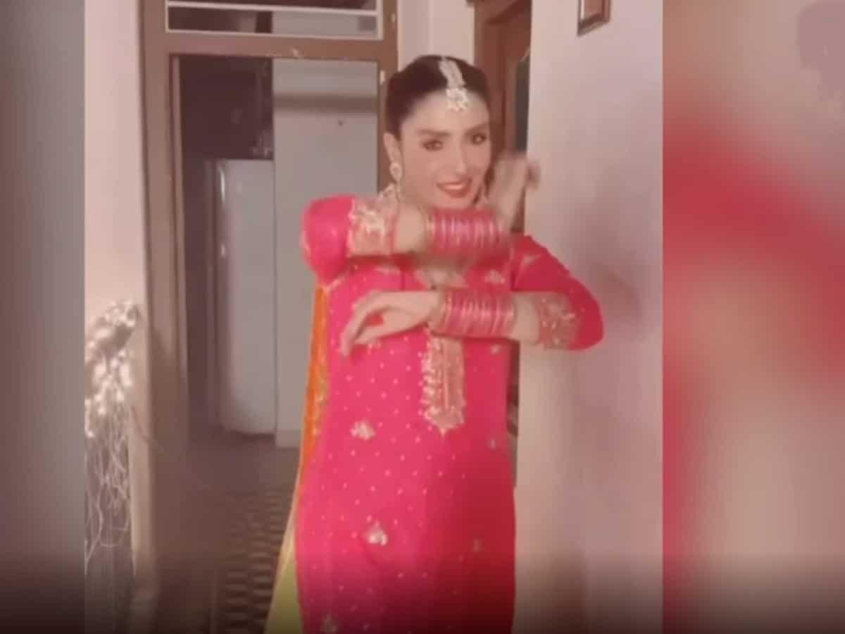 Pakistani actress Ayeza Khan recreates hit Sridevi song