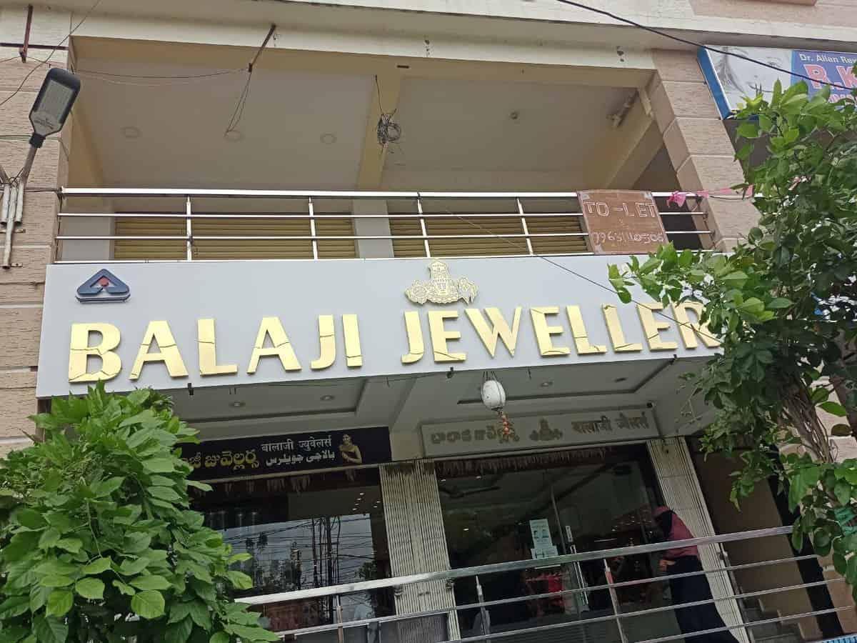 COVID-19: Jewellery shops witness low customer footfalls in spite of festival season