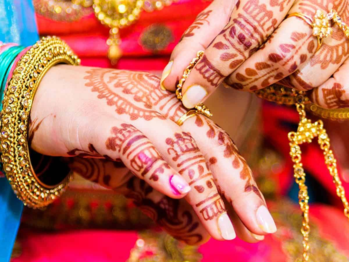 Hyderabad: Newly-wed bride absconds with cash, gold jewellery