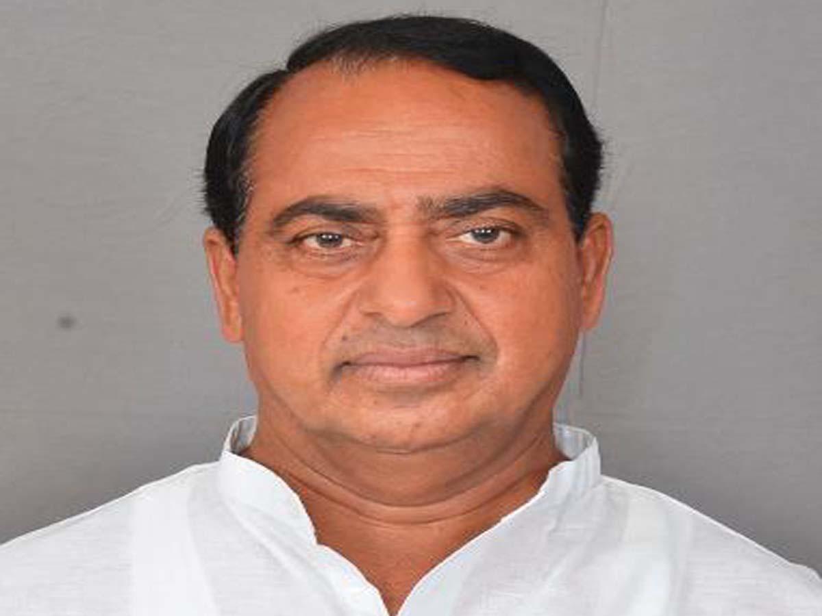 Minister Indra Karan Reddy and MLA struck in lift, escape unhurt
