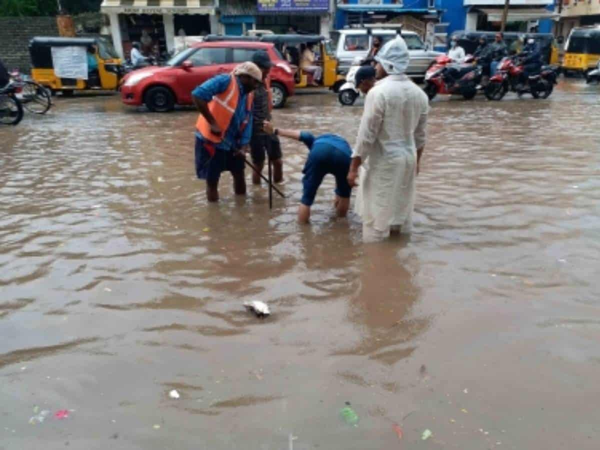 Overflowing lake inundates highway at Hyderabad's Gaganpahad
