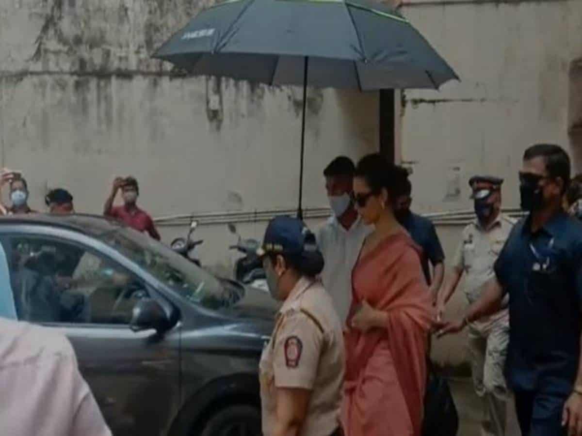 Kangana Ranaut files extortion, criminal intimidation case against Javed Akhtar