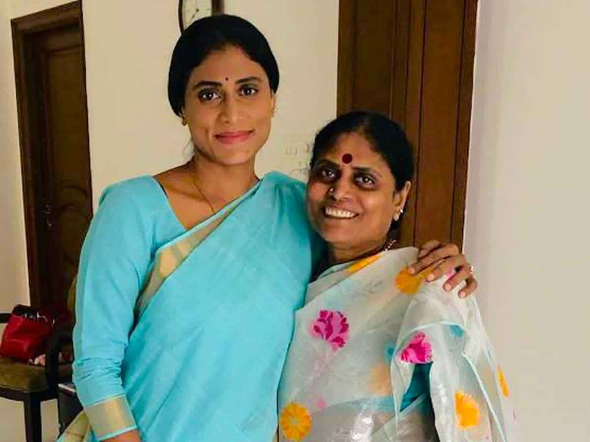 YS Vijayamma, Sharmila  acquitted in parakal public meeting case