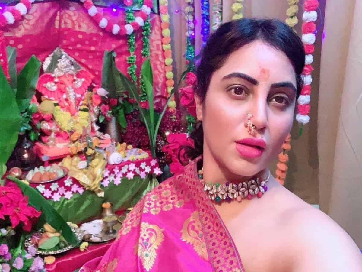 Arshi Khan gets mercilessly trolled for celebrating Ganesh Chaturthi