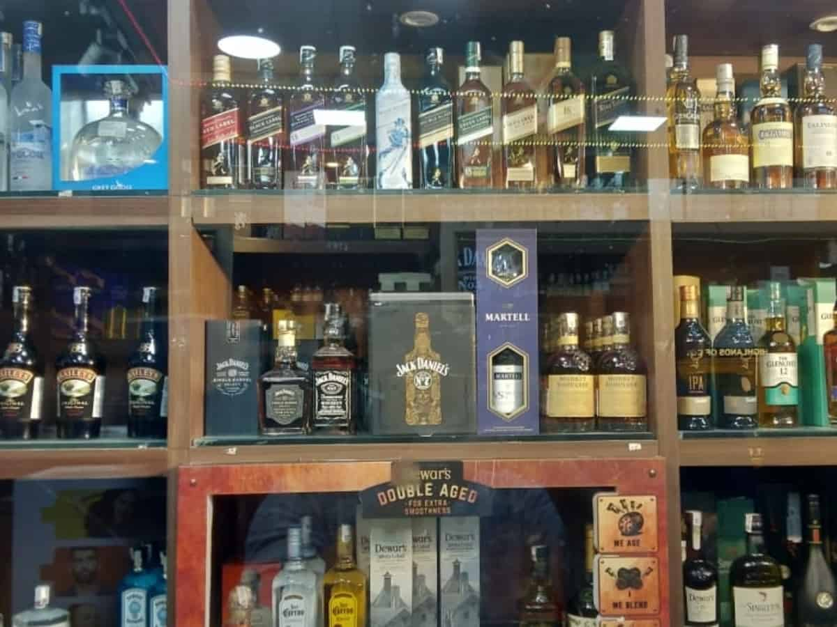 Telangana provides reservation to Gouds, SCs, STs in liquor shop allotment