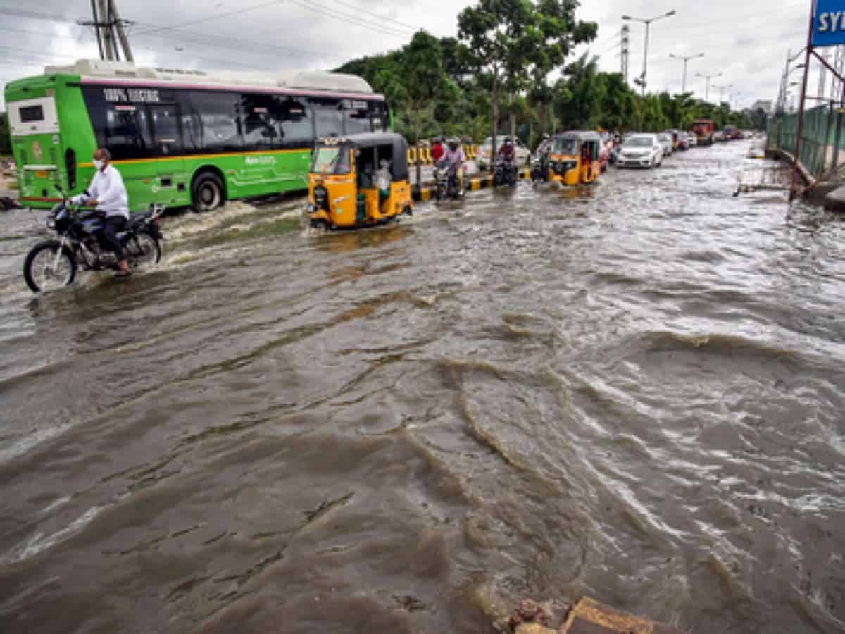 Heavy rain continue, several parts of Hyderabad affected