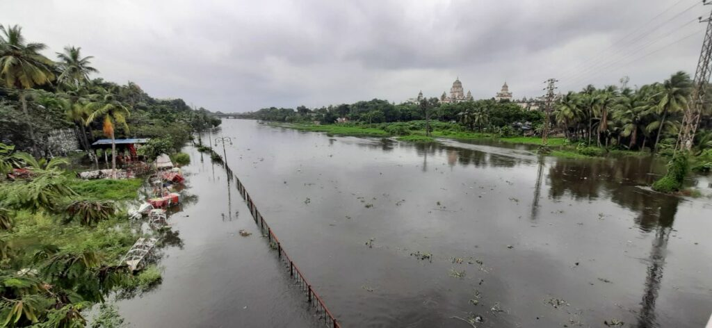 Musi river overflowing after gates of twin reservoirs lifted