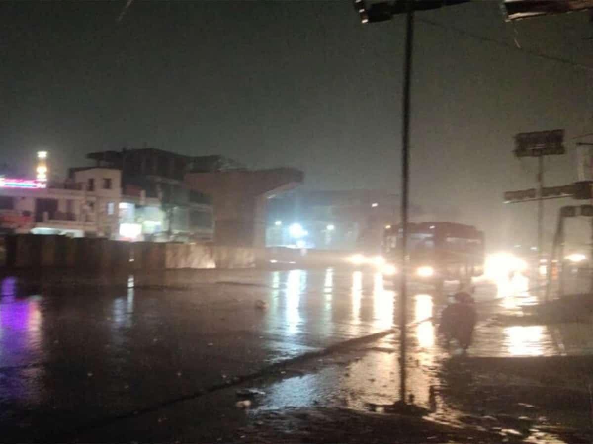 Heavy rains lash Hyderabad; people advised to stay indoors