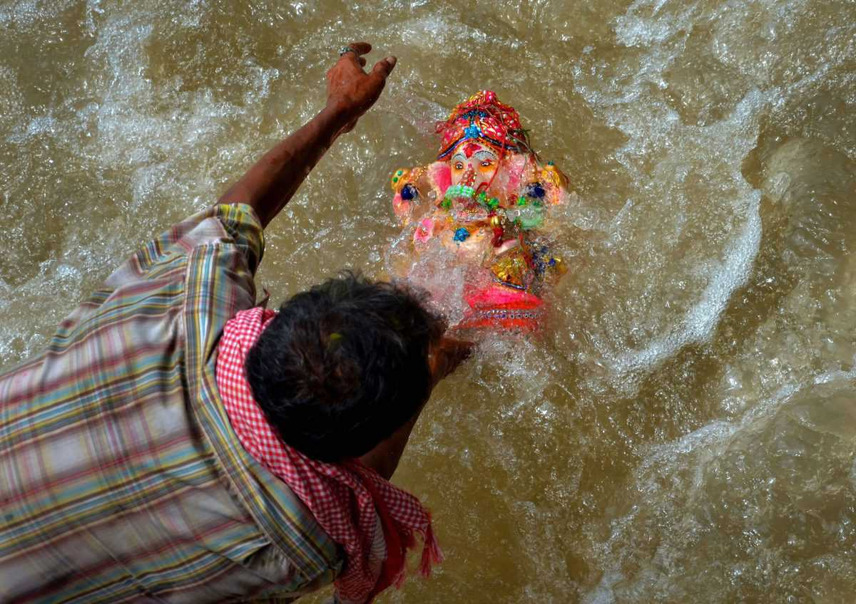 Water quality in Hussain Sagar 'barely' different post Ganesh immersions: TSPCB