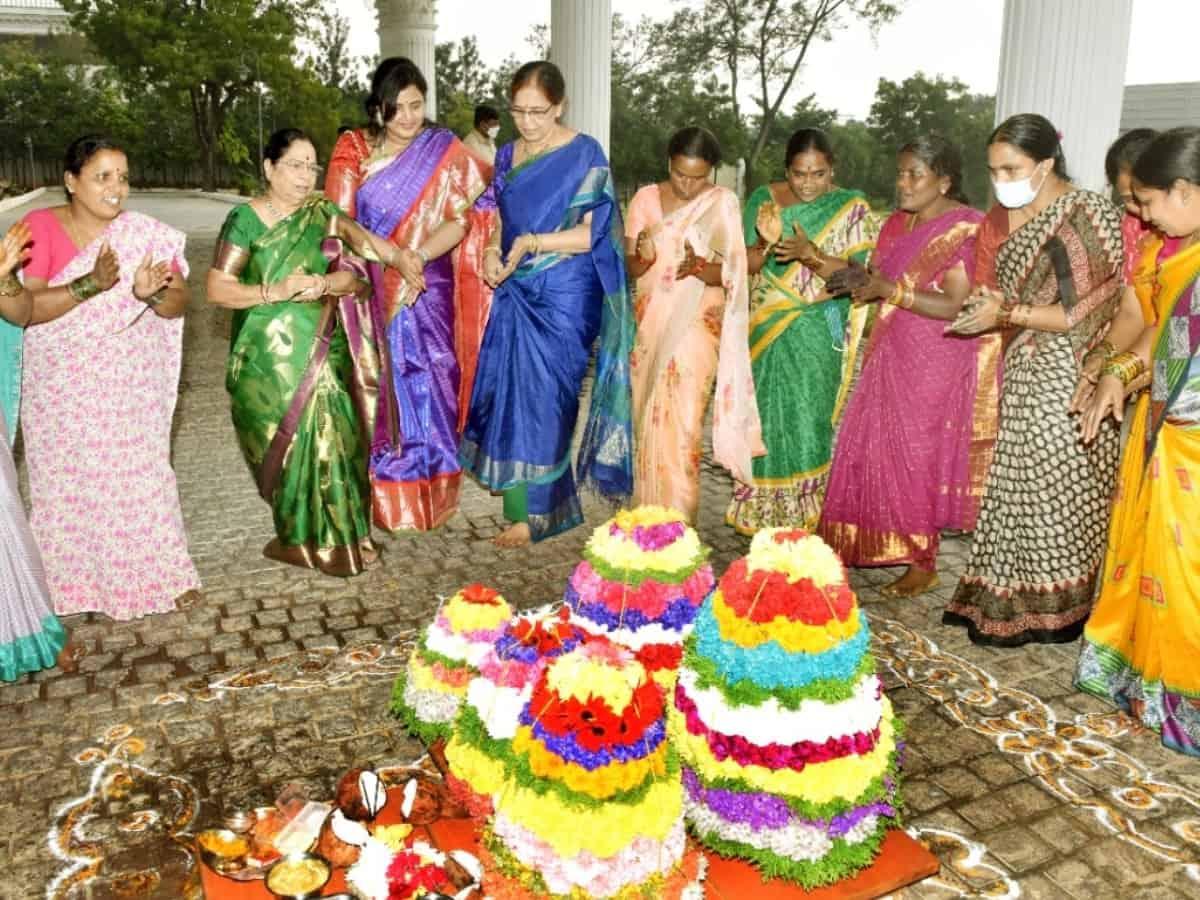 Telangana CM's wife, daughter-in-law take part in Bathukamma