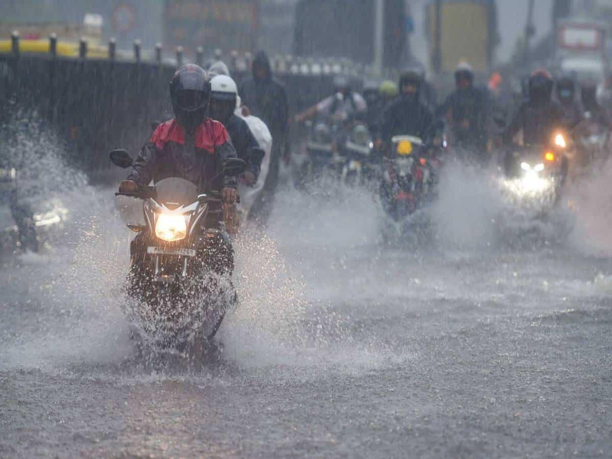 Flash floods in Hyderabad due to heavy rains