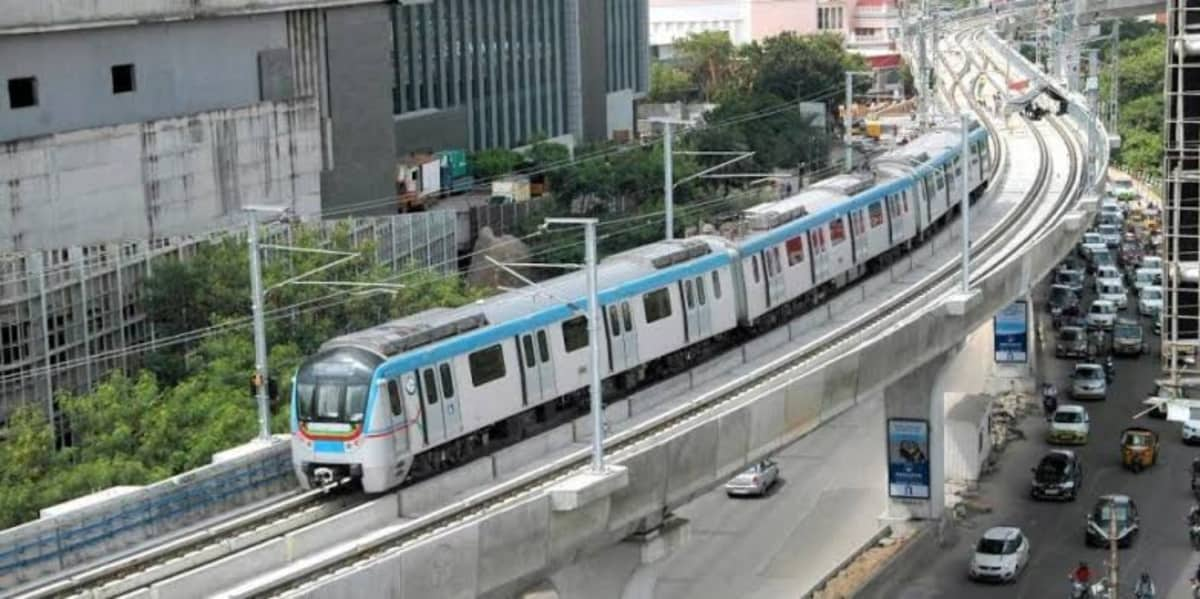 Hyderabad: Man from Chhattisgarh jumps off a Metro station,dies