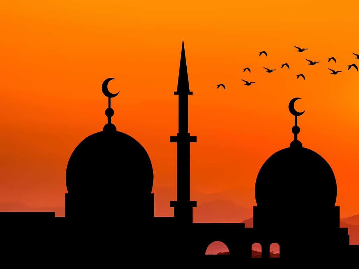 Muslim Shubban delegate tours mosque at Kothapet fruit market