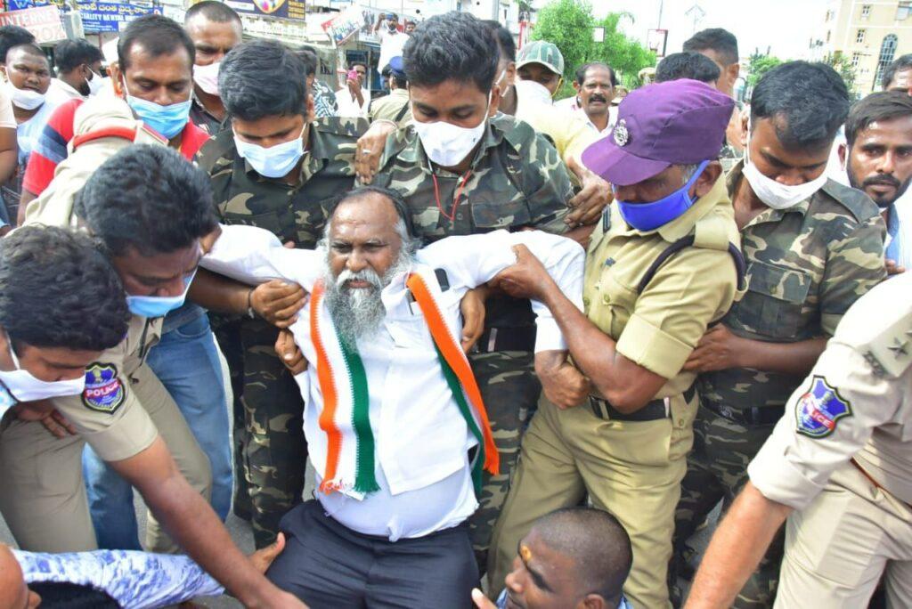 Congress leaders hold protest outside BJP office; Yogi's effigy burnt in Nalgonda