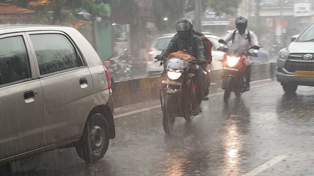 Photos: Heavy rain lashes Hyderabad